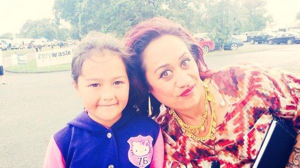 Selfie: Miss Kihi raua ko kotiro ataahua